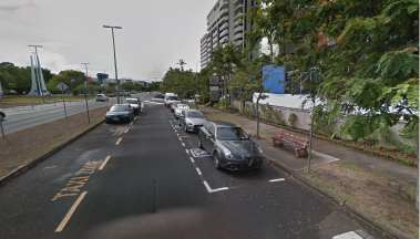 Pick up and drop off spaces in Lake Street outside Cairns Hospital.